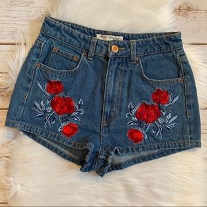 H&M COACHELLA ROSES DENIM SHORTS SIZE 4